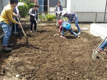 吉田俊道さんと「げんきな野菜を育てる土づくりワークショップ