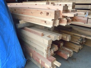 手刻み加工後の木材