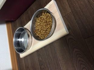 犬の食器台